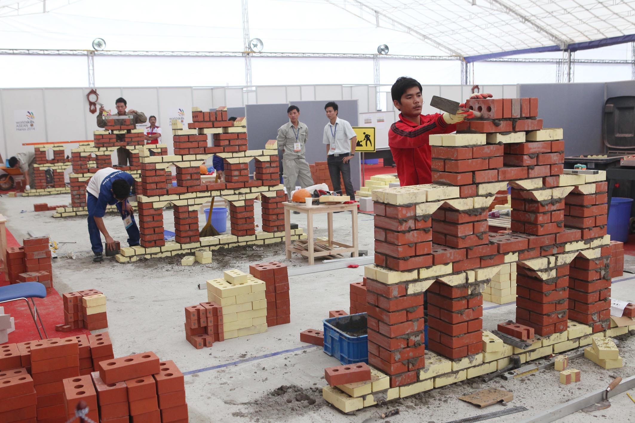 Contestants of Brick-laying, Anh Tuan – Vietnam News Agency