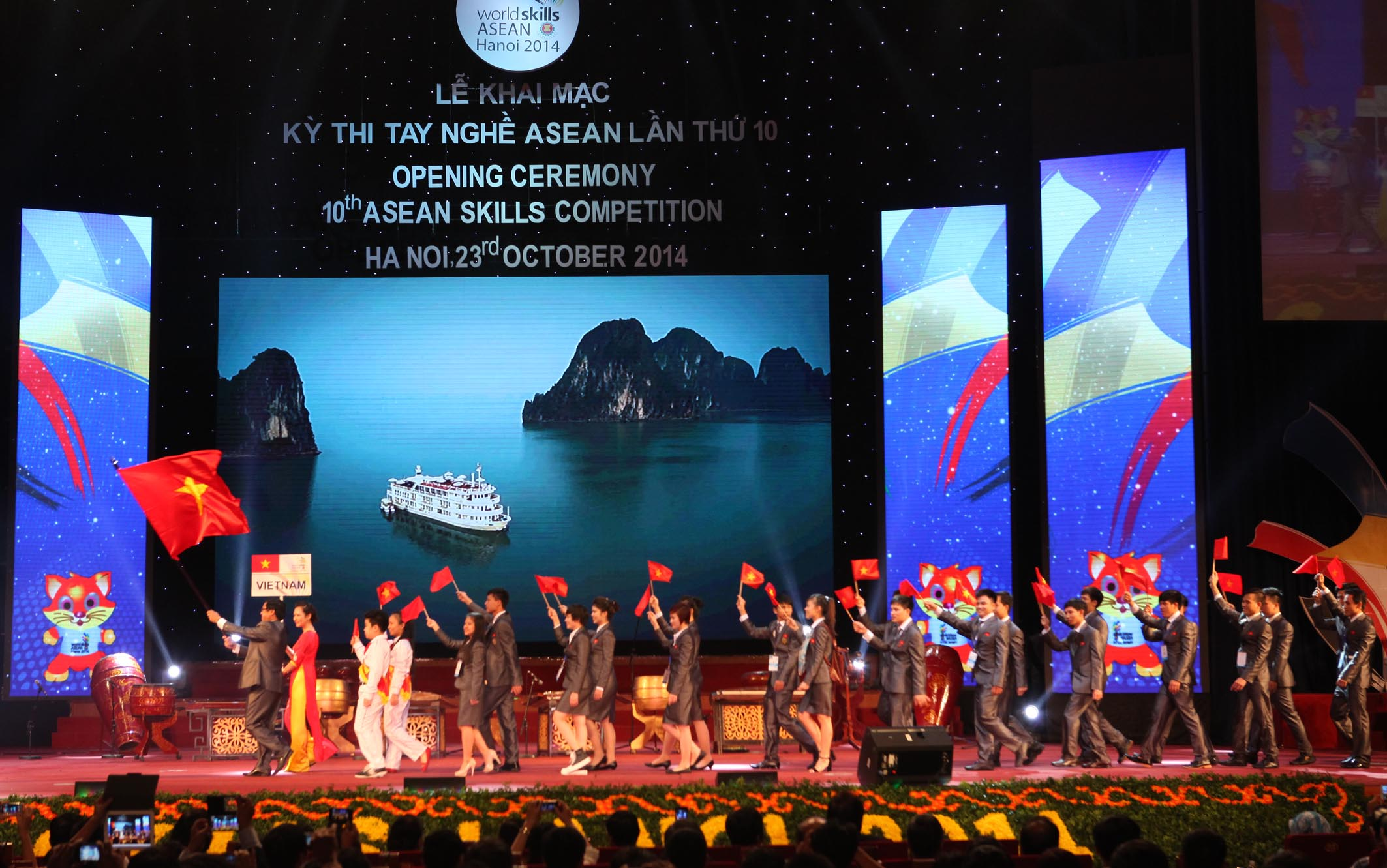 Vietnam's delegation parades into stage