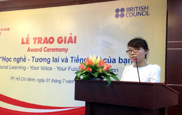Ms. Mai Thuy Nga, Deputy Director General of General Directorate of Vocational Training delivers a speech during award ceremony