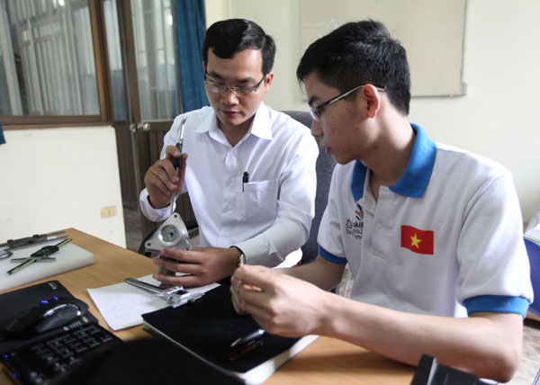 Expert and contestant of CAD mechanical design during coaching session
